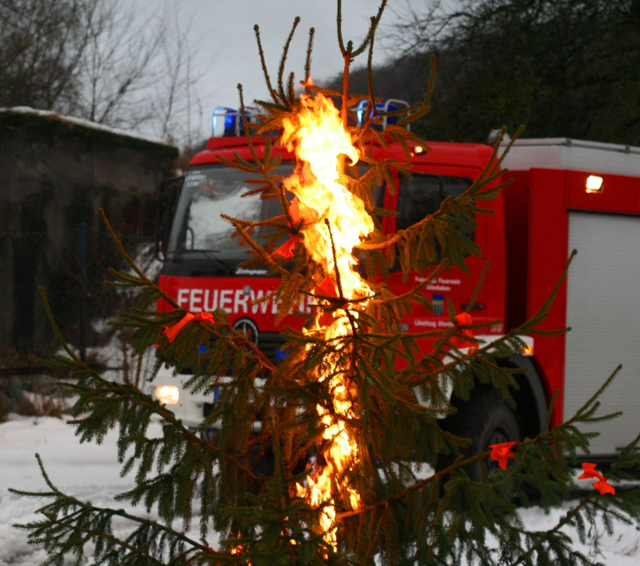 20141205 Weihnachtsbaum brennt