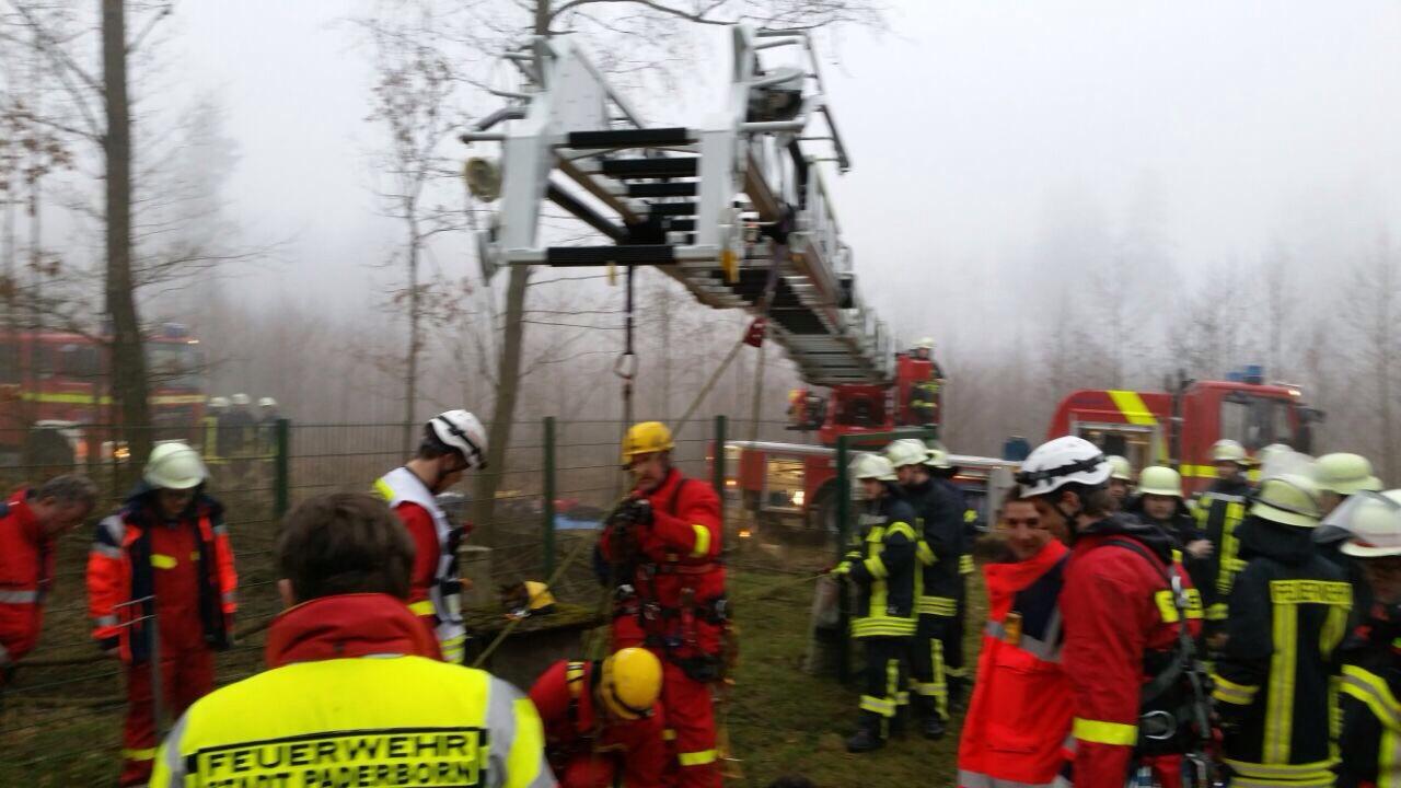 Die Rettungsaktion mit der Hilfe der Drehleiter aus Lichtenau. Foto: Feuerwehr Lichtenau