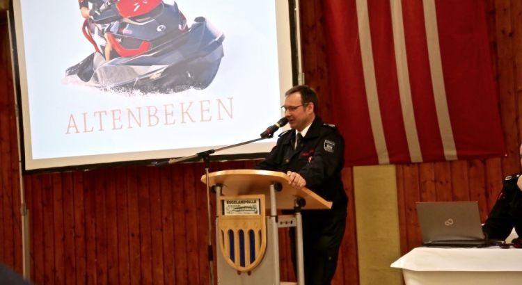 Bereits auf der Jahreshauptversammlung der Gesamtwehr am 04. März in der Eggelandhalle stellte Leiter der Feuerwehr Rainer Hartmann das neue Wasserfahrzeug inoffiziell vor.